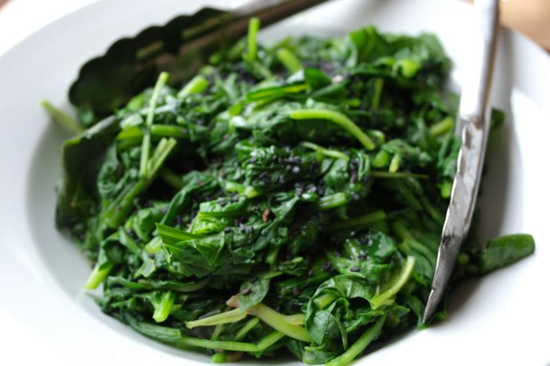 Как приготовить шпинат с луком